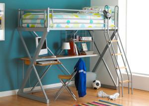 våningssäng med skrivbord
